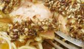 Saumon en habit croustillant, nouilles sautées et sauce aux agrumes… saveurs inédites !!!